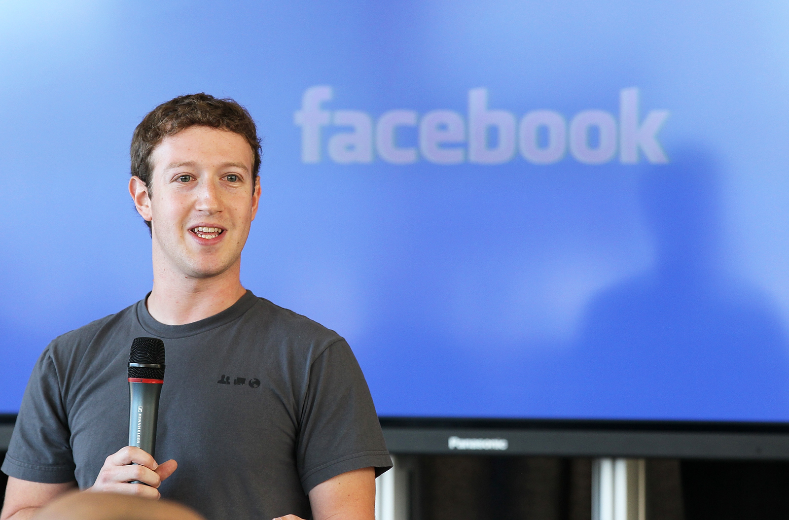 Facebook CEO Mark Zuckerberg, Twitter CEO Jack Dorsey in Talks to Testify at US House Hearing in March: Report